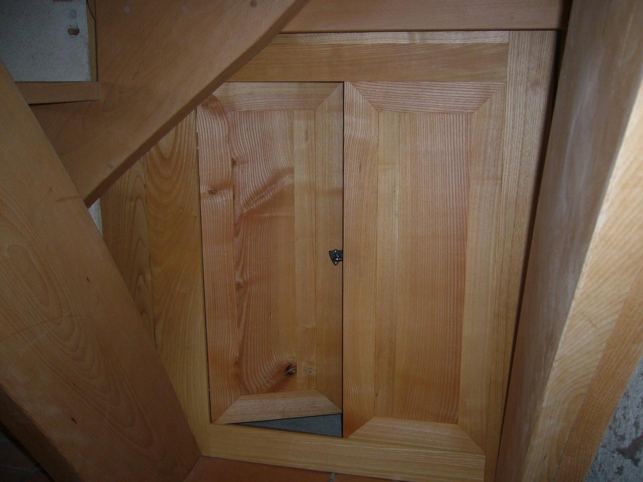 Meuble sous escalier en frêne